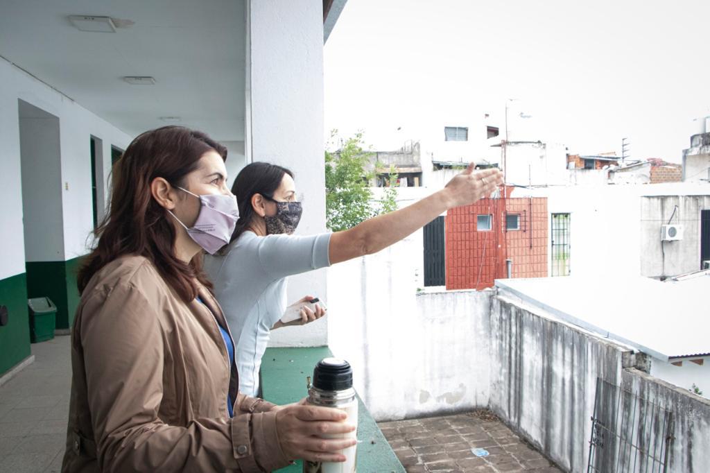 Mariel Fernández recorrió obras en establecimientos educativos
